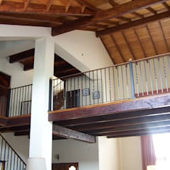 Casa CM : Pasillos y recibidores de estilo  por Luis Barberis Arquitectos,Clásico