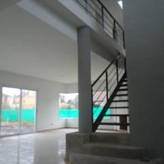 Casa Lumar2: Pasillos y recibidores de estilo  por Luis Barberis Arquitectos,Moderno