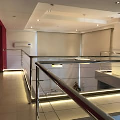 Casa NC: Pasillos y recibidores de estilo  por Luis Barberis Arquitectos,Moderno