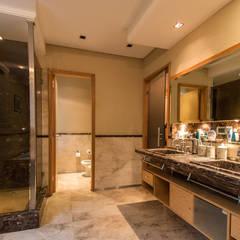 Casa CNSD Baños eclécticos de Luis Barberis Arquitectos Ecléctico Mármol