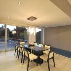 Casa RC: Comedores de estilo  por Luis Barberis Arquitectos