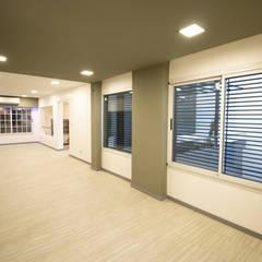Casa CZM: Salas multimedia de estilo  por Luis Barberis Arquitectos,