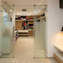 Casa CZM: Baños de estilo  por Luis Barberis Arquitectos