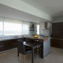 Dining room by Luis Barberis Arquitectos