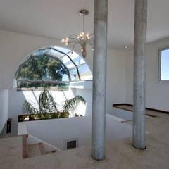 Casa LV Pasillos, vestíbulos y escaleras rústicos de Luis Barberis Arquitectos Rústico