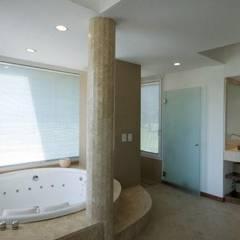 Casa LV: Baños de estilo  por Luis Barberis Arquitectos