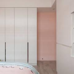 自然質樸-翊盛新天地:  小臥室 by 富亞室內裝修設計工程有限公司