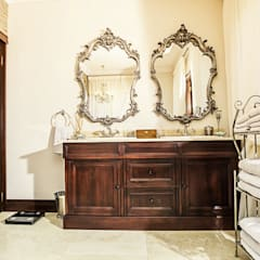 Walkersons Traditional Manor House:  Bathroom by JSD Interiors