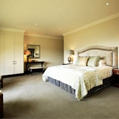 Walkersons Traditional Manor House:  Bedroom by JSD Interiors