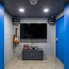 interior by INARK 포항 청하면 펜션 올 리모델링 대구 협소주택,  상가주택 인아크 건축 설계 인테리어 디자인: inark [인아크 건축 설계 디자인]의  방,미니멀