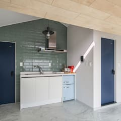 Projekty,  Małe kuchnie zaprojektowane przez inark [인아크 건축 설계 디자인]