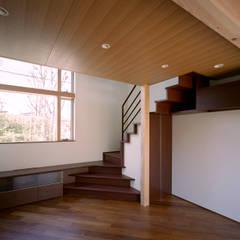 ブーメラン・プランの家: 西島正樹/プライム一級建築士事務所 が手掛けた階段です。