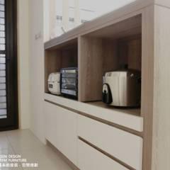 簡約X兩房:  廚房 by 禾森系統傢具.空間規劃, 簡約風