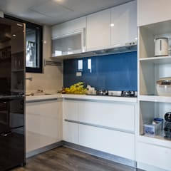 Small kitchens by 富亞室內裝修設計工程有限公司