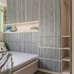 Small bedroom by 富亞室內裝修設計工程有限公司, Industrial MDF