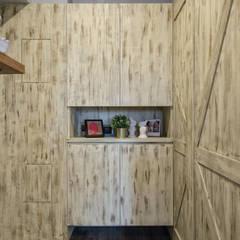 自我的個性表答不受約束的心靈-公園1號:  走廊 & 玄關 by 富亞室內裝修設計工程有限公司
