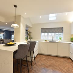 Mr & Mrs Tennant:  Built-in kitchens by Diane Berry Kitchens