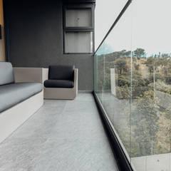 Balcón de estilo  por TocoMadera, Moderno