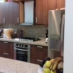 Remodelación de Cocina: Cocinas equipadas de estilo  por Designo Arquitectos