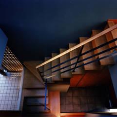光渓の家: 西島正樹/プライム一級建築士事務所 が手掛けた階段です。
