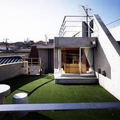 T字路の家: 西島正樹/プライム一級建築士事務所 が手掛けたテラス・ベランダです。