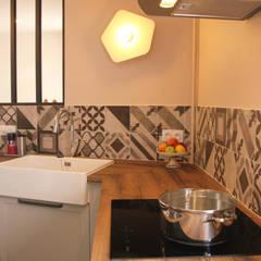 Rénovation de la cuisine d'une maison de village à Montagny par Koya Architecture Intérieure Rustique Bois Effet bois