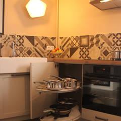 Koya Architecture Intérieureが手掛けたキッチン収納,
