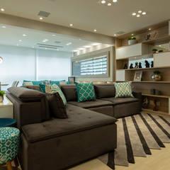 Apto. Vereda Reserva IV: Salas de jantar  por LAM Arquitetura | Interiores