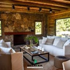 Construcciones de cabañas en tronco: Salas de eventos de estilo  por Constructora Belaver