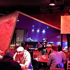 Metamorfoza wnętrza klubokawiarni Meskalina – projekt mebli i wnętrza znanego klubu w centrum Poznania: styl , w kategorii Miejsca na imprezy zaprojektowany przez SZARA / studio
