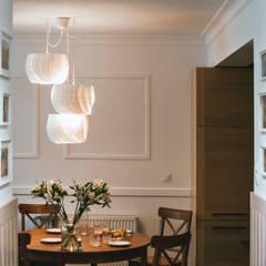 Mieszkanie w stylu angielskim: styl , w kategorii Korytarz, przedpokój zaprojektowany przez SZARA / studio