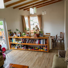 Diseño Casa en pendiente, camino a Panguilemu en Coyhaique: Livings de estilo  por casa rural - Arquitectos en Coyhaique, Rural Derivados de madera Transparente