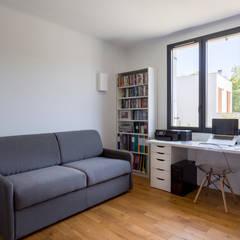 Restructuration d'une maison de 160m2: Bureau de style  par Fables de murs