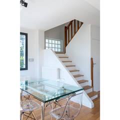 Restructuration d'une maison de 160m2: Escalier de style  par Fables de murs