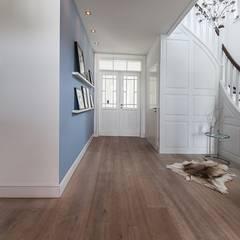 Klassisches Wohnhaus modern formuliert:  Flur & Diele von Wechselberger Hiepen GmbH