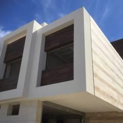 ANASAN: Villas de estilo  de ARQUITECTURA NATURAL, Passivhaus concept. 696.663.559 y 653.77.38.06
