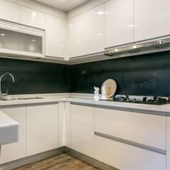 懷舊復古風-看見不一樣的風格與靈魂-全坤峰華:  系統廚具 by 富亞室內裝修設計工程有限公司
