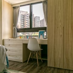 Habitaciones juveniles de estilo  por 富亞室內裝修設計工程有限公司, Ecléctico Tablero DM