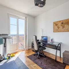 Rénovation et optimisation d'un appartement avec vue panoramique sur Lyon: Bureau de style  par Fables de murs