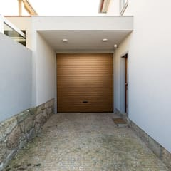 Wooden doors by SHI Studio, Sheila Moura Azevedo Interior Design