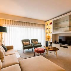 Sala de estar - Moradia em Miramar - SHI Studio Interior Design: Salas de estar  por SHI Studio, Sheila Moura Azevedo Interior Design