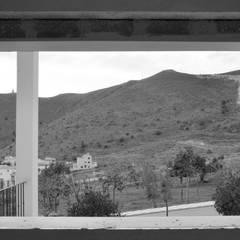 در و پنجره by Estudio Naturaleza Y Urbanismo