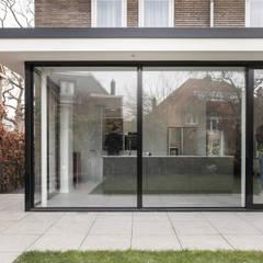 Verbouwing villa:  Villa door Bob Romijnders Architectuur & Interieur