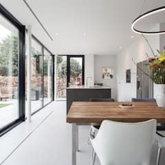 Verbouwing villa:  Eetkamer door Bob Romijnders Architectuur & Interieur