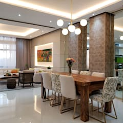 Vista Valley Residence:  Dining room by Geraldine Oliva
