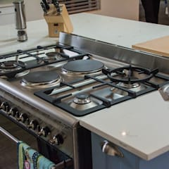 Cocinas equipadas de estilo  por Ergo Designer Kitchens and Cabinetry, Rural Tablero DM