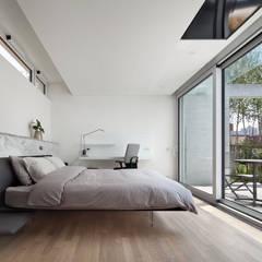 소소헌 (蘇素軒) - 단독주택: 건축연구소.유토 UTOlabs의  침실