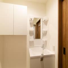 田園調布アパートメント|木造賃貸アパート 長屋形式 メゾネットタイプ: タイラ ヤスヒロ建築設計事務所/yasuhiro taira architects & associatesが手掛けたフローリングです。