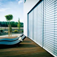 Żaluzje fasadowe ANWIS: styl , w kategorii Taras zaprojektowany przez ANWIS Sp. z o.o.