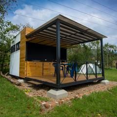 Chalets de estilo  por Camacho Estudio de Arquitectura , Rural Derivados de madera Transparente